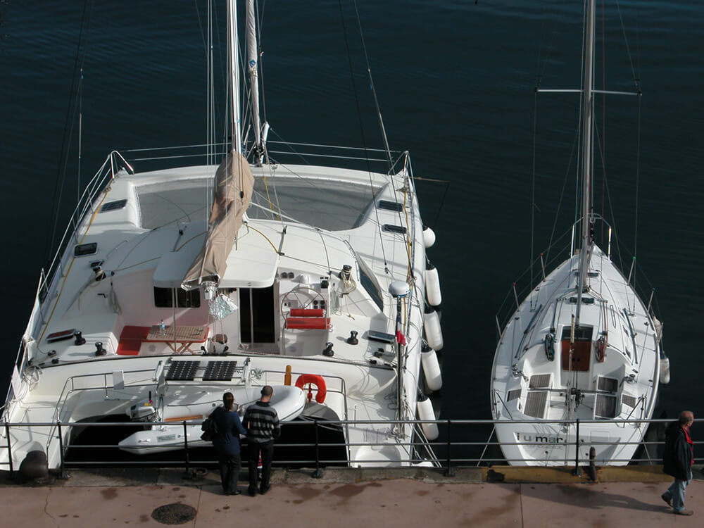 Convoyage de monocoques et catamarans