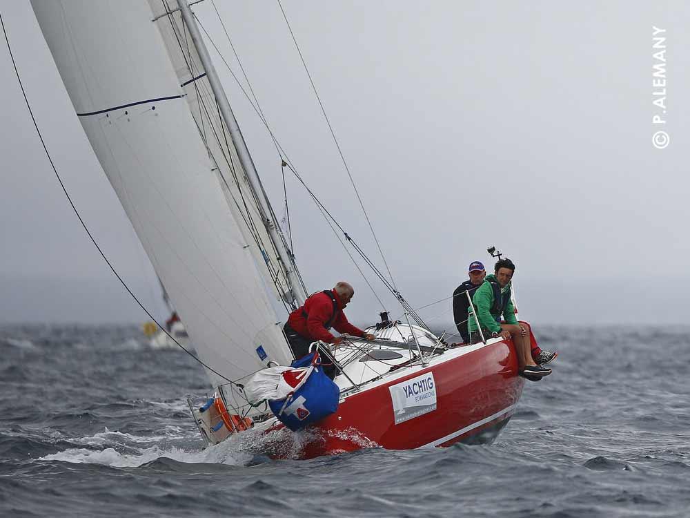 Numéro 1 sur le stage régate Tour du Finistère à la voile
