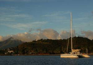 catamaran-freydis-mouillage-devant-plage-du-carbet-martinique