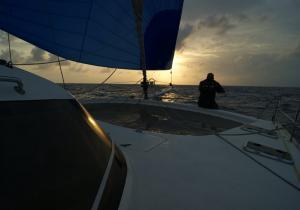 quart-coucher-soleil-transat-catamaran
